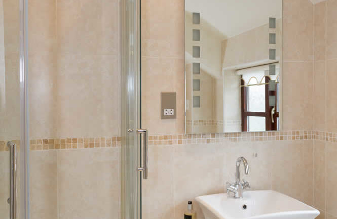 Room 11 Oxlip Bathroom