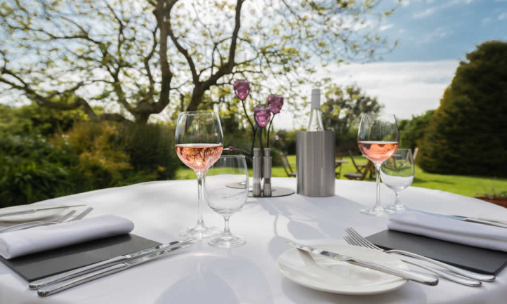 Fine Dining In Luxurious Gardens