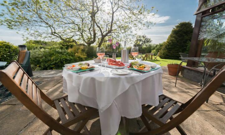 Garden Dining in Summer
