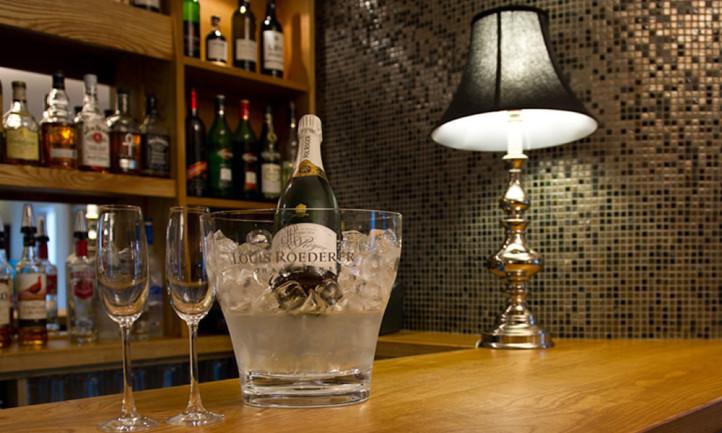Glamorous Modern Chic Bar